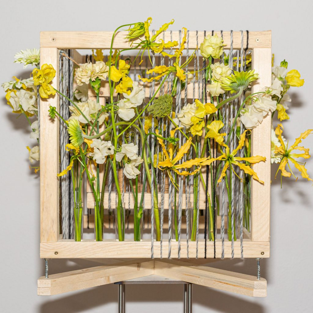 Holz-gelbe-Blumen.jpg
