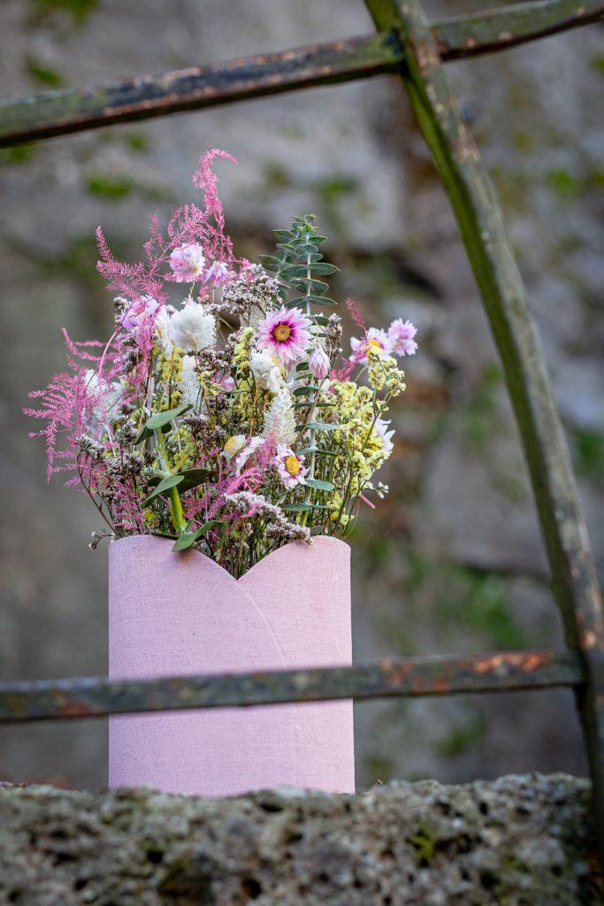 Trockenblumen im Gefäß