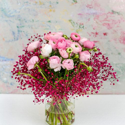 rosa Ranunkeln mit pinkem Schleierkraut